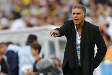 Técnico da seleção do Irã, Carlos Queiroz, comanda equipe na partida contra a Nigéria, pela Copa do Mundo, na Arena da Baixada. 16/06/2014 REUTERS/Ivan Alvarado