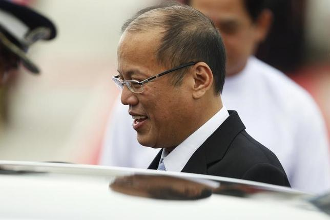 President Benigno Aquino of the Philippines arrives at Naypyitaw international airport to attend the 24th ASEAN Summit May 10, 2014. REUTERS/Soe Zeya Tun