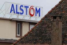 Siemens et Mitsubishi Heavy Industries  (MHI) ont relevé de 1,2 milliard d'euros la partie en numéraire de leur offre sur la branche énergie d'Alstom. /Photo d'archives/REUTERS/Vincent Kessler