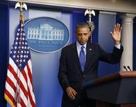Президент США Барак Обама выступает в Белом доме в Вашингтоне 19 июня 2014 года. Президент США Барак Обама отправил 300 военных советников в Ирак, но подчеркнул необходимость политического урегулирования конфликта в ближневосточном государстве, где суннитские повстанцы пытаются отвоевать земли и нефтяные промыслы, контролируемые правительством шиитов.  REUTERS/Larry Downing