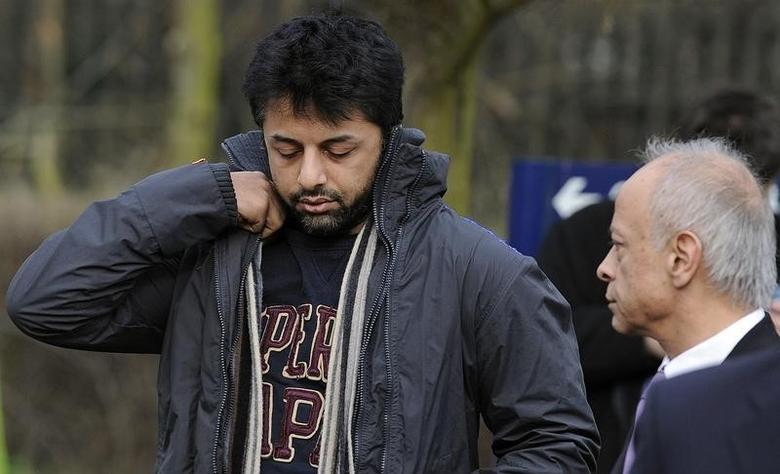 Businessman Shrien Dewani (L) arrives with his father Prakash Dewani to attend his bail hearing at Belmarsh Magistrates' Court in London February 24, 2011.      REUTERS/Paul Hackett
