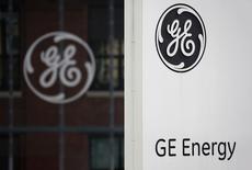 General Electric, à suivre vendredi sur les marchés américains. Le PDG du groupe, Jeff Immelt, doit être reçu dans l'après-midi à Paris par le président François Hollande pour débattre de la nouvelle offre de GE à Alstom. /Photo prise le 27 avril 2014/REUTERS/Vincent Kessler
