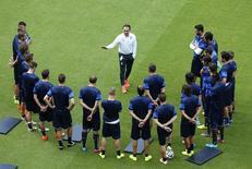 Técnico e jogadores da seleção da Itália treinam em Recife. 19/06/2014. REUTERS/Ruben Sprich