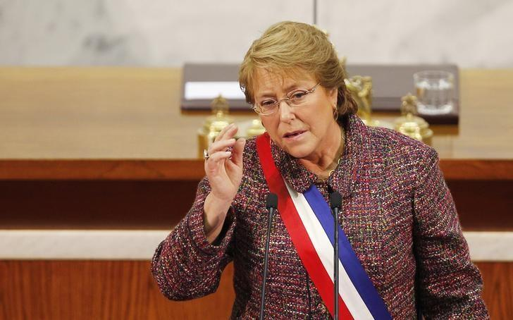 Chile's President Michelle Bachelet delivers her annual address at the national congress building in Valparaiso city,northwest of Santiago, May 21, 2014. REUTERS/Eliseo Fernandez