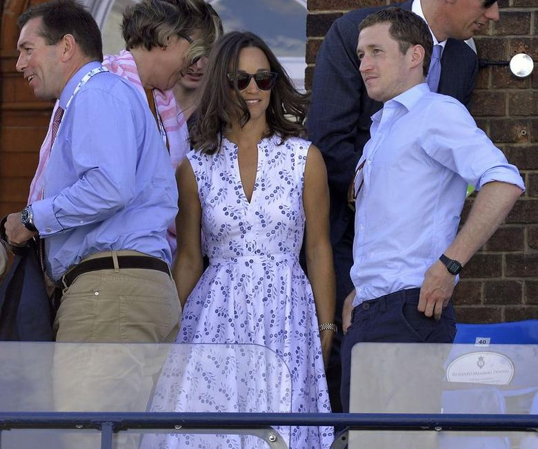 Pippa Middleton (C), sister of Britain's Catherine, the Duchess of Cambridge, arrives to watch the men's singles tennis match between Croatia's Marin Cilic and Australia's Marinko Matosevic at the Queen's Club Championships tennis tournament in west London, June 10, 2014. REUTERS/Toby Melville