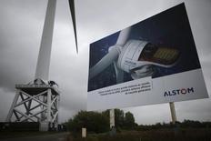 El Gobierno francés espera ver un rápido progreso en las conversaciones para la compra de una parte de Alstom a Bouygues, dijo el sábado el presidente François Hollande.  En la imagen, un cartel de Alstom en Francia el 27 de abril de 2014.  REUTERS/Stephane Mahé