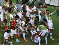 Jogadores da Costa Rica comemoram gol marcada contra a Itália em Recife. 20/06/2014. REUTERS/Ruben Sprich