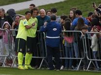 Thiago Silva e David Luiz pousam para fotos depois de treino em Teresópolis. 20/06/2014. REUTERS/Stringer/Brazil