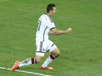 Atacante da seleção alemã Miroslav Klose comemora gol marcado contra Gana em Fortaleza. 21/06/2014.  REUTERS/Mike Blake