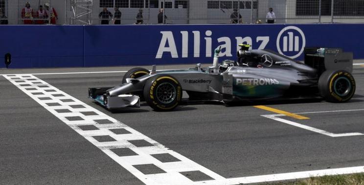 """A 2014-es Forma-1-es évad egyik legviccesebb pillanata: Csúnyán beégett a riporternő, aki """"Lewis""""-nak szólította Nico Rosberget"""