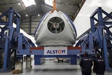 Un accord a été conclu dimanche par l'Etat avec Bouygues qui lui accorde une option d'achat sur 20% du capital d'Alstom, dans le cadre de la reprise d'une partie de la branche énergie d'Alstom par General Electric, a annoncé Arnaud Montebourg. /Photo d'archives/REUTERS/Stéphane Mahé