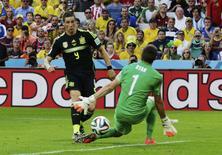 Torres marca gol da Espanha sobre a Austrália.  REUTERS/Henry Romero