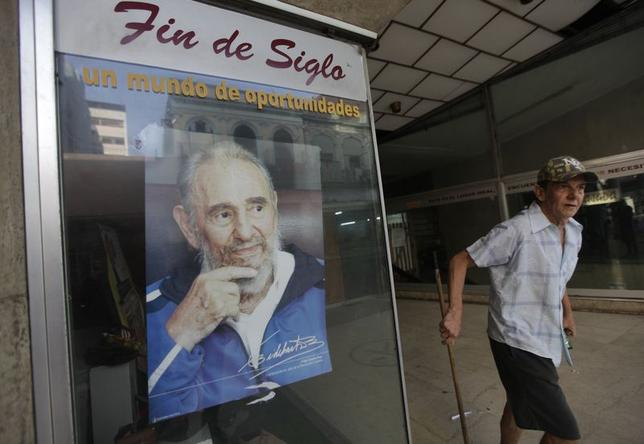 A picture of Cuba's former president Fidel Castro is seen at a store in Havana June 20, 2014. REUTERS/Enrique De La Osa