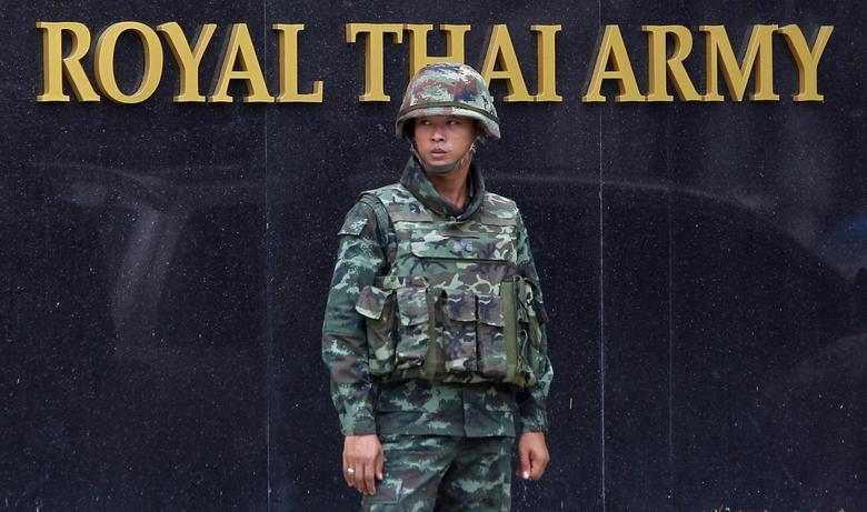 A Thai soldier stands guard outside the Royal Thai Army Headquarters as members of the Radio and Satellite Broadcasters gather in Bangkok June 18, 2014.  REUTERS/Chaiwat Subprasom