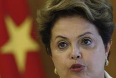 Presidente Dilma Rousseff fala durante encontro com presidente de Angola em Brasília. 16/06/2014. REUTERS/Ueslei Marcelino