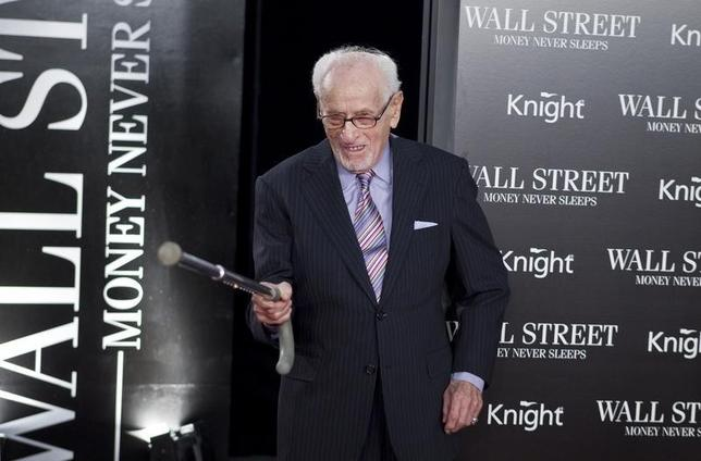 Cast member Eli Wallach arrives for the premiere of the film ''Wall Street: Money Never Sleeps in New York'' September 20, 2010.  REUTERS/Lucas Jackson