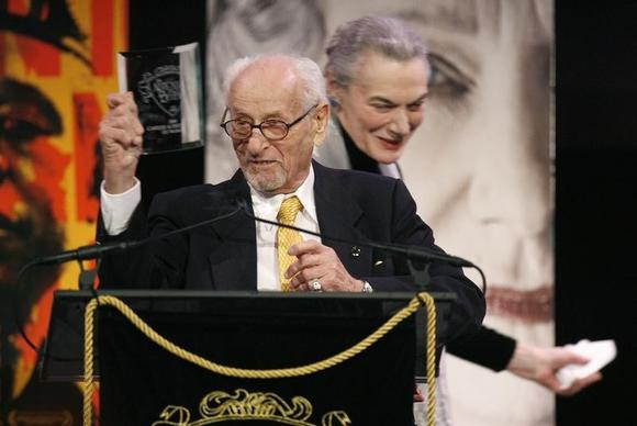 Actor Eli Wallach accepts a Career Achievement award during the 2006 National Board of Review of Motion Pictures Awards gala in New York January 9, 2007. REUTERS/Lucas Jackson/Files