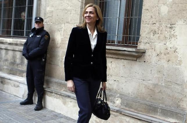 Spain's Princess Cristina, daughter of King Juan Carlos, arrives at a courthouse to testify before judge Jose Castro over tax fraud and money-laundering charges in Palma de Mallorca February 8, 2014. The princess, 48, faces preliminary charges of tax fraud and money laundering linked to her use of funds from a shell company she co-owned with her husbandInaki Urdangarin, who is charged with crimes including embezzling 6 million euros of public money.   REUTERS/Paul Hanna (SPAIN  - Tags: POLITICS CRIME LAW ROYALS)   - RTX18E4R