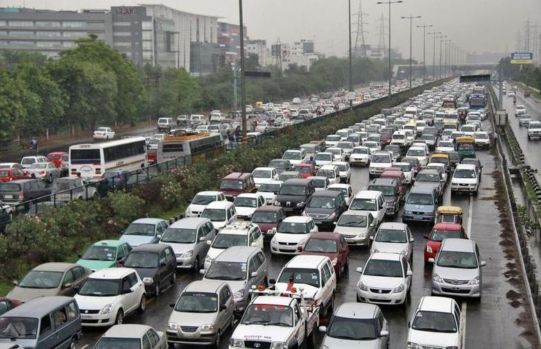 Heavy traffic moves along a busy road as it rains during a power-cut at the toll-gates at Gurgaon on the outskirts of New Delhi July 31, 2012. REUTERS/Stringer/Files