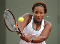 Taylor Townsend of the U.S returns a backhand to Carla Suarez Navarro of Spain during their women's singles match at the French Open tennis tournament at the Roland Garros stadium in Paris May 30, 2014.  REUTERS/Jean-Paul Pelissier/Files