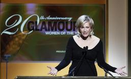 Journalist Diane Sawyer presents an award at the 20th annual Glamour Magazine Women of the Year award ceremony in New York November 8, 2010. REUTERS/Lucas Jackson