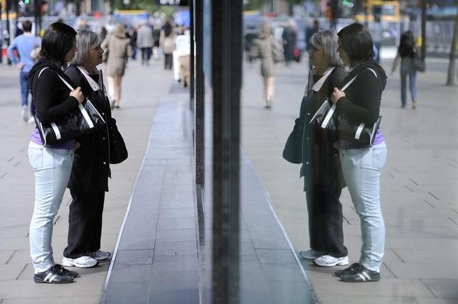 Women look in a shop window on Oxford Street, in central London May 27, 2011. REUTERS/Paul Hackett