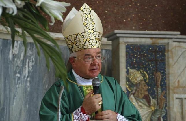 Archbishop Josef Wesolowski, the Vatican's ambassador to the Dominican Republic, offers mass in Santo Domingo August 3, 2009. REUTERS/Luis Gomez/Diario Libre/Files