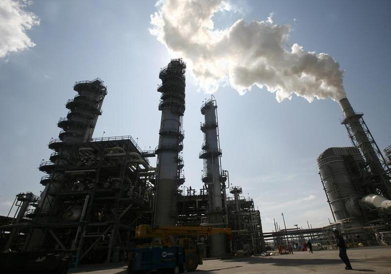 An oil refinery is seen in Louisiana in a file photo.  REUTERS/Shannon Stapleton