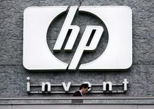 Hewlett-Packard et les avocats représentant une partie de ses actionnaires ont conclu un accord de règlement amiable du contentieux lié à l'acquisition de la société britannique de logiciels Autonomy pour 11,1 milliards de dollars, selon une source proche des négociations. /Photo d'archives/REUTERS/Charles Platiau