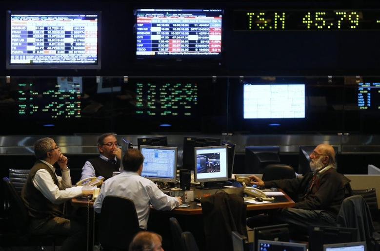 Argentine stockbrokers work on the floor of the Buenos Aires Stock Exchange June 16, 2014.   REUTERS/Enrique Marcarian