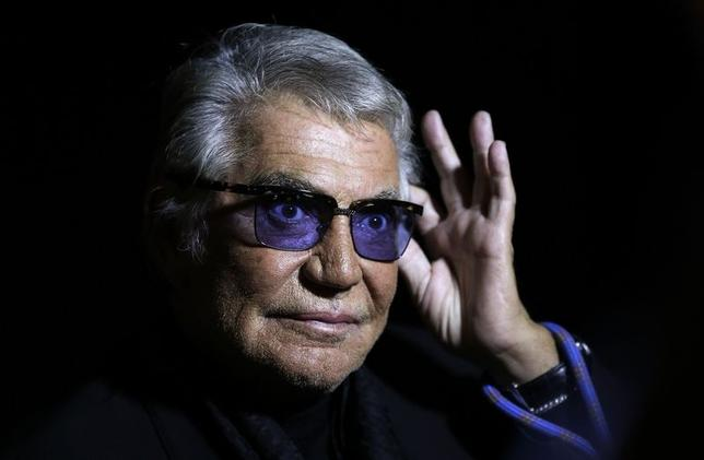 Italian designer Roberto Cavalli acknowledges the audience at the end of his Spring/Summer 2014 collection during Milan Fashion Week in this September 21, 2013 file photo.  REUTERS/Max Ross/Files