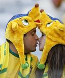 Casal aguarda jogo Brazil x Chile no Mineirão. 28/06/2014 REUTERS/Toru Hanai