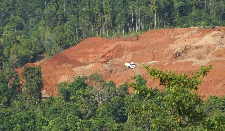 A truck picks up earth containing nickel ore from a mine cut out of forests on Halmahera island in eastern Indonesia, March 19, 2012.   REUTERS/Neil Chatterjee