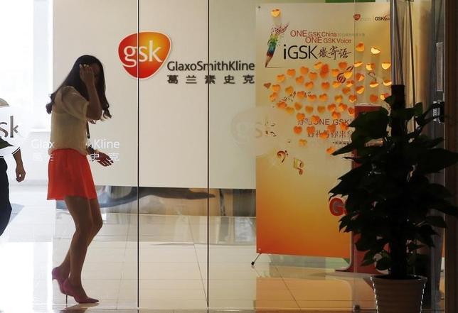 An employee walks inside a GlaxoSmithKline (GSK) office in Shanghai July 16, 2013.  REUTERS/Stringer