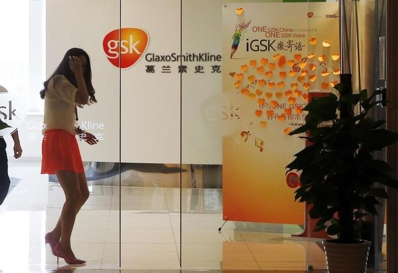 An employee walks inside a GlaxoSmithKline (GSK) office in Shanghai July 16, 2013.  REUTERS/Stringer