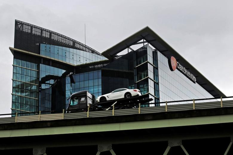 A car transporter drives past the office of pharmaceutical giant GlaxoSmithKline (GSK) in London April 22, 2014.  REUTERS/Luke MacGregor