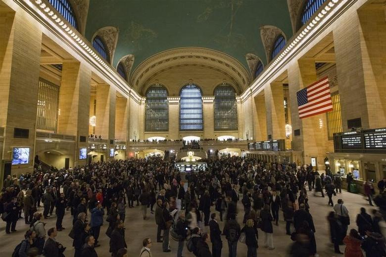 Metro North passengers wait for trains at Grand Central Terminal in New York, March 12, 2014. REUTERS/Brendan McDermid