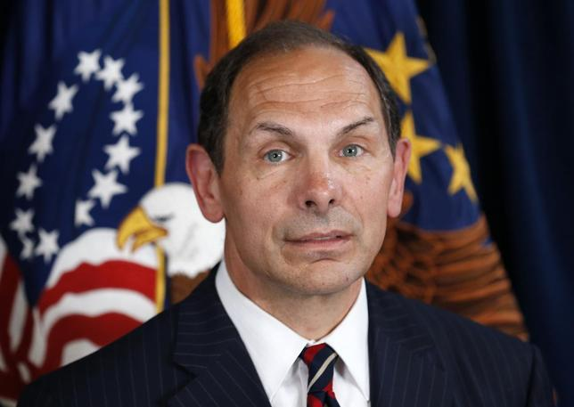 Former Procter & Gamble Chief Executive Bob McDonald, an Army veteran, listens as U.S. President Barack Obama announces McDonald as his nominee to be the next secretary of veterans affairs at the VA in Washington June 30, 2014. REUTERS/Kevin Lamarque