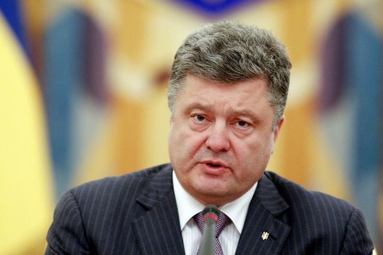 Ukrainian President Petro Poroshenko takes part in a meeting of the Security Council in Kiev June 16, 2014. REUTERS/Valentyn Ogirenko