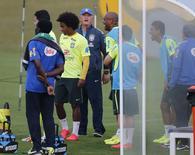 Técnico Felipão comanda treino do Brasil nesta segunda-feira.  REUTERS/Marcelo Regua