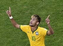 Neymar comemora após converter pênalti contra o Chile em Belo Horizonte. 28/06/2014. REUTERS/Francois Xavier Marit/Pool