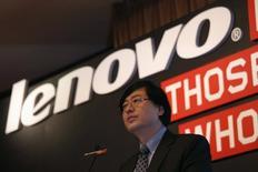 Selon le directeur général de Lenovo Group Yang Yuanqin, le groupe chinois pense avoir réalisé d'ici la fin de l'année l'achat des serveurs d'entrée de gamme d'IBM et de la filiale Motorola Mobility de Google. /Photo prise le 21 mai 2014/REUTERS/Bobby Yip