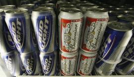 Bud Light and Budweiser beer is shown in a cooler at the Toluca Mart liquor store in Los Angeles, California June 16, 2008. REUTERS/Fred Prouser