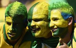 Torcedores brasileiros fotografados antes do início da partida entre Brasil e Chile pelas oitavas de final da Copa do Mundo, no estádio Mineirão, em Belo Horizonte. 28/06/2014. REUTERS/Dylan Martinez