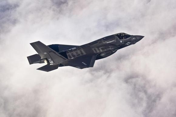 A Lockheed Martin F-35B Lightning II joint strike fighter flies toward its new home at Eglin Air Force Base, Florida in this U.S. Air Force picture taken on January 11, 2011.   REUTERS/U.S. Air Force/Staff Sgt. Joely Santiago/Handout