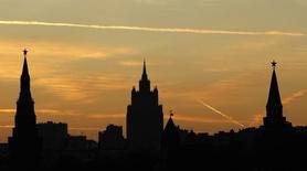 Москва на закате 18 октября 2011 года. Установившаяся в Москве теплая погода не покинет столицу России на выходных, ожидают синоптики. REUTERS/Anton Golubev