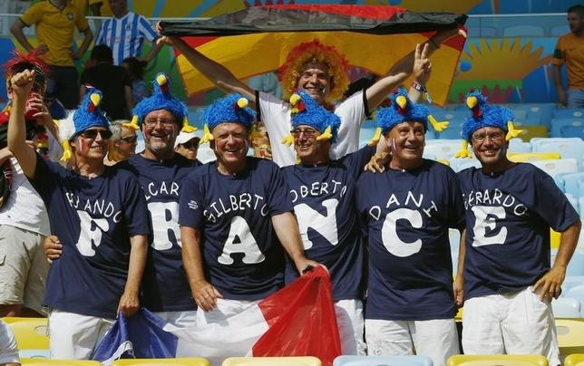 French and German fans pose for the camera before the start of the 2014 World Cup quarter-finals between France and Germany at the Maracana stadium in Rio de Janeiro July 4, 2014. REUTERS/Eddie Keogh