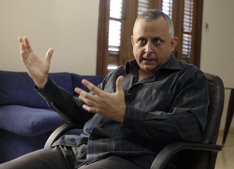 Former editor of Espacio Laical (Lay Space) magazine Roberto Veiga talks to Reuters during an interview in Havana July 4, 2014. REUTERS/Enrique De La Osa