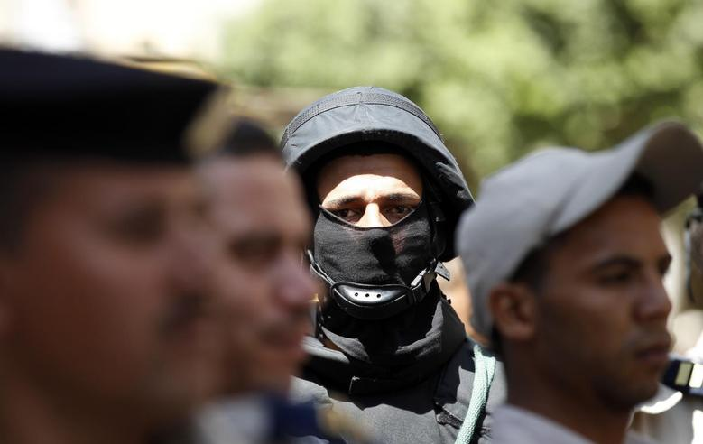 An Egyptian policeman stands guard outside a court during the trial of Muslim Brotherhood leader Mohamed Badie and his supporters, in Minya, south of Cairo June 21, 2014. REUTERS/Mohamed Abd El Ghany