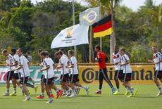 Jogadores da Alemanha durante treino em Santo André, na Bahia. 05/07/2014. .  REUTERS/Arnd Wiegmann